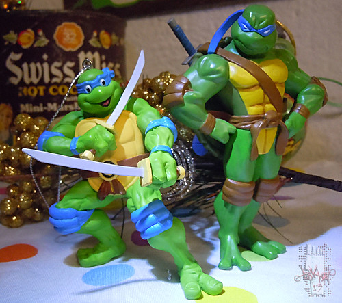 "AMERICAN GREETINGS :: TEENAGE MUTANT NINJA TURTLES - ""Leonardo"" Ornament xi / .. with Hallmark 'Keepsake' Ornament - Leonardo '05 (( 2013 ))"