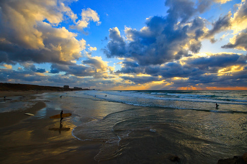 light sunset sea sky sun reflection beach nature weather clouds marina reflections landscape lights israel seascapes surfer horizon sigma wideangle bluesky surfing surfers mediterraneansea ultrawideangle hertzelia sigma1020 horizonbeach