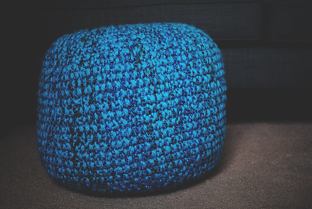 knitting big blue pouf goodknits a knitting crochet blog. Black Bedroom Furniture Sets. Home Design Ideas