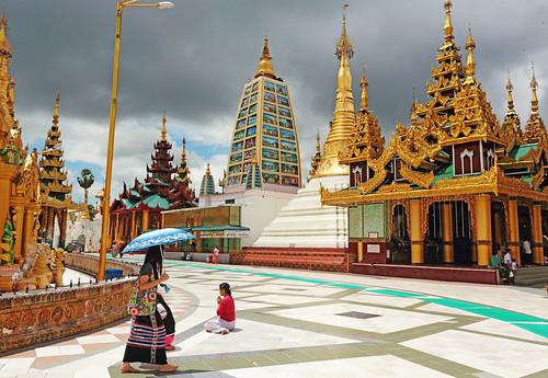 Shwedagon Zedi Daw by xeno(x)