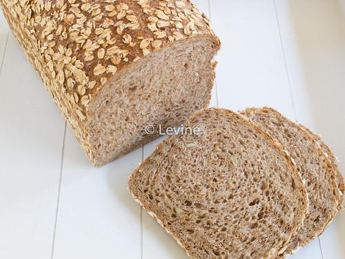 Volkorenbrood met zaadjes en pitten01