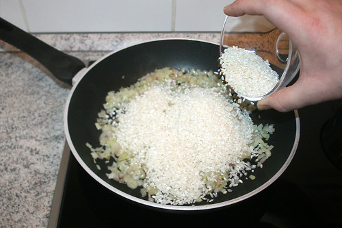 20 - Reis in die Pfanne geben / Add rice in pan