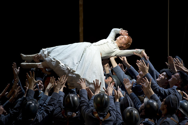 Patrizia Ciofi with members of the Royal Opera Chorus in La Fille du régiment, The Royal Opera © ROH/Bill Cooper, 2012