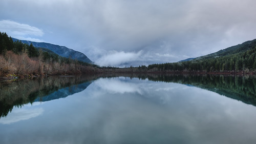 landscape nature pacificnorthwest clouds rattlesnakelake reflection trees scenic canon 169 calm still water cloudy day canoneos5dmarkiii johnwestrock canonef2470mmf28lusm washington