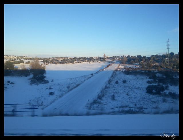 Viaje en AVE de Madrid a Barcelona con nieve - Carretera hacia Alcolea del Pinar (Guadalajara)