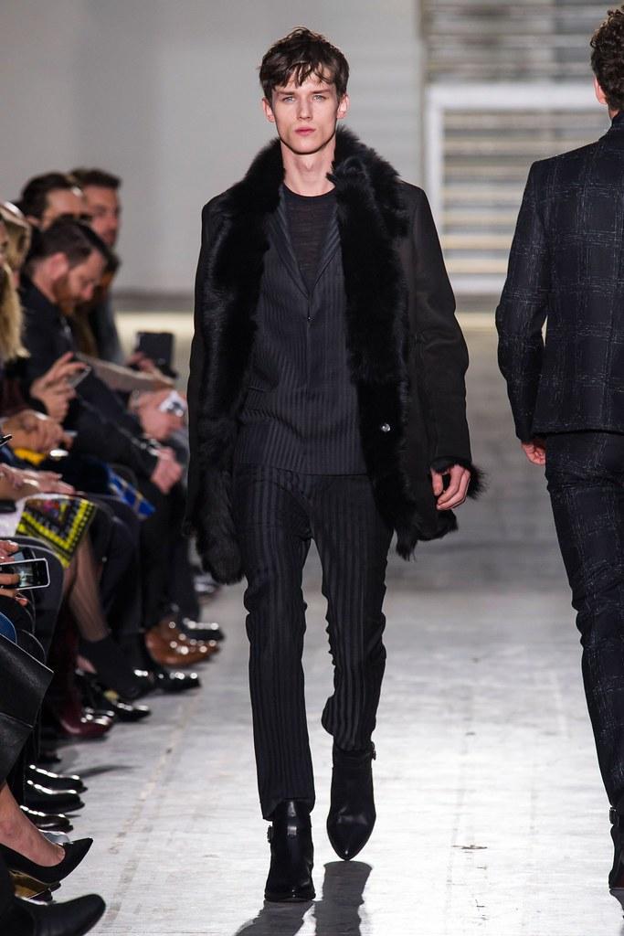 Yulian Antukh(Antuh)3091_FW15 Milan Costume National(fashionising.com)