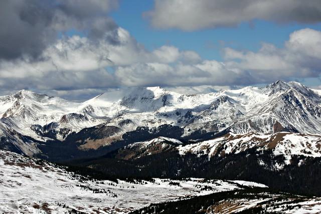 Kalliovuoret talvella lumi
