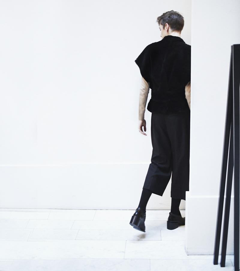 MikkoPuttonen_fashionblogger_london_FashionWeekStockholm_Outfit_Onar_IpekVest_cos_weekday_JillSander5_square_WEB