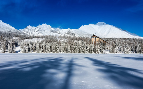 trip travel blue trees winter sky white lake snow ski mountains tourism ice dark landscape frozen high europe shadows snowy sunny slovakia spruce thick tatry winterscape wintersports hightatras tatramountains štrbsképleso pentaxk5ii pietkagab štrbskélake hotelfis