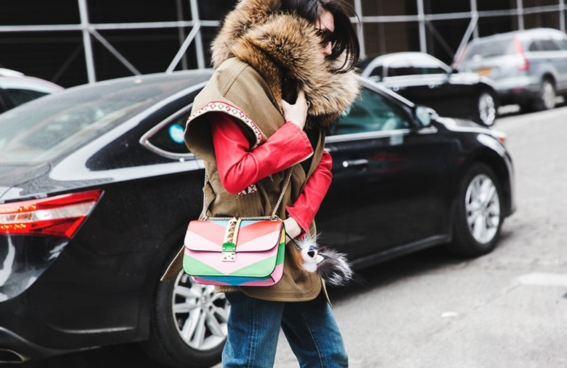 New_York_Fashion_Week-Fall_Winter_2015-Street_Style-NYFW-Parka-Valentino_Bag-Fur_Scarg-1-790x527