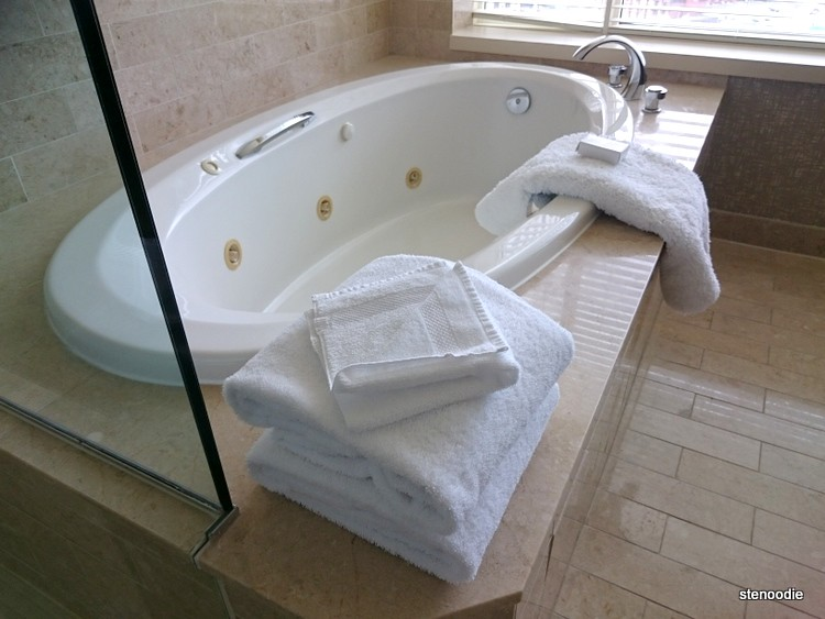 Jacuzzi with white towels on side