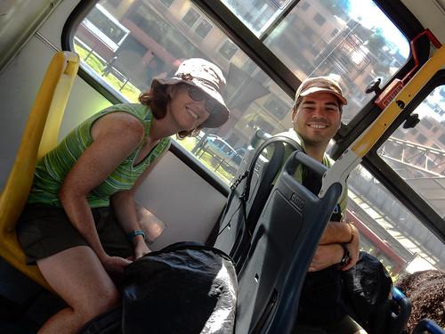 Quito: dans le bus pour se rendre à la gare de bus pour Latacunga, qui se trouve à 10kms de notre hôtel