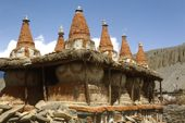 Nepal, Mustang-Trekking. Die acht Chörten von Tangya. Foto: Archiv Härter.