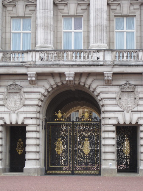 Buckingham Palace gold gates & balcony