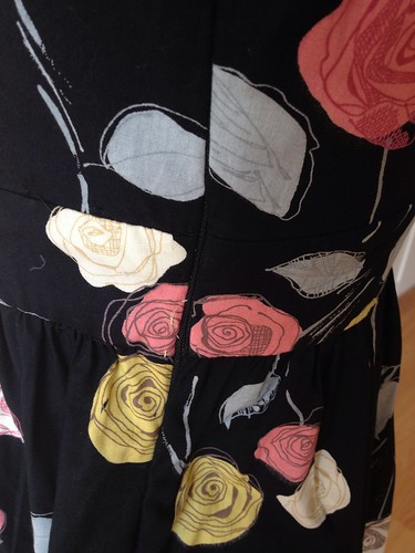 black roses Simplicity 2180 side zip closer