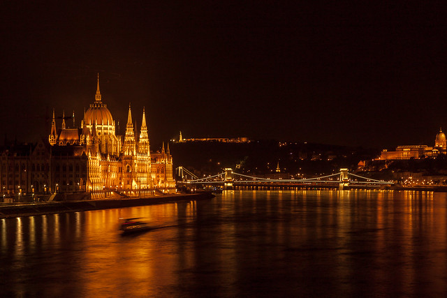Budapest by night - Le Parlement - photo picture image photography