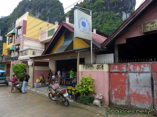 Midtown Bakery in El Nido, Palawan, Philippines