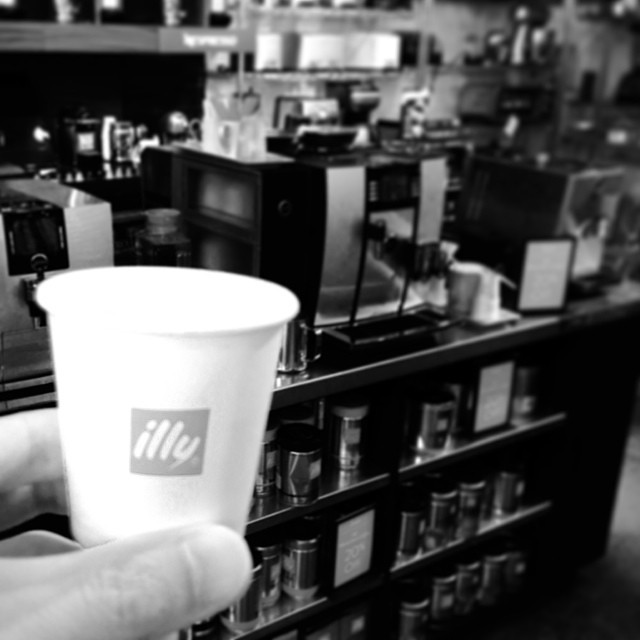 illy espresso machine try out