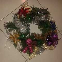 branch(0.0), christmas tree(0.0), decor(1.0), christmas decoration(1.0), wreath(1.0),
