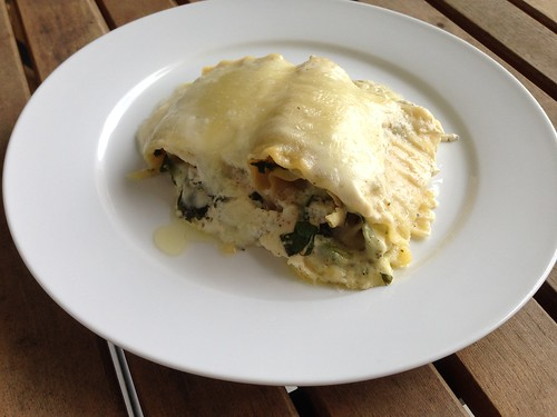 Chicken florentine lasagna roll ups