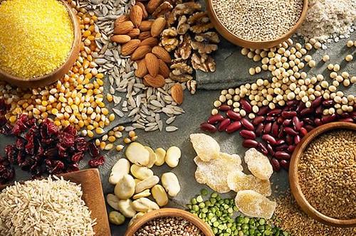 Ngũ cốc là loại thực phẩm chứa nhiều magie tốt cho người run chân tay