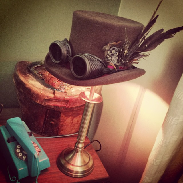Top hat lamp mk II #tophat #steampunk #goggles #hat #light #lamp #steampunklamp
