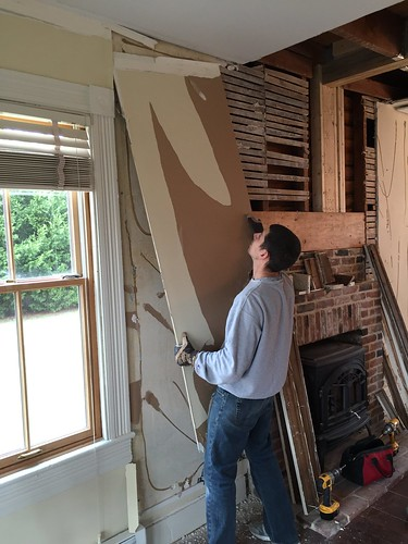 Gypsum Plaster Walls : Historic plaster restoration with master of