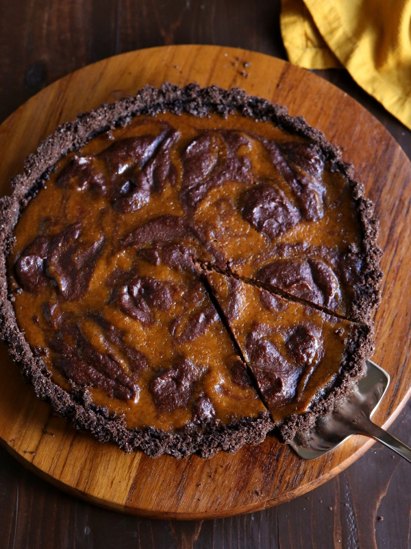 Chocolate Swirl Pumpkin Tart with Chocolate Cookie Crust | completelydelicious.com