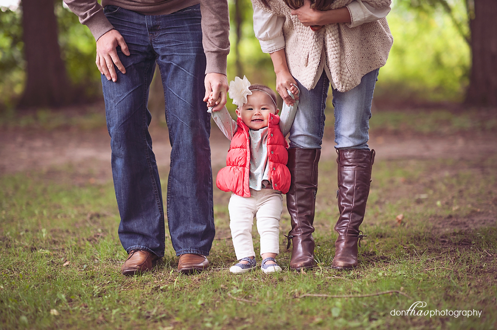 Baby girl with parents in Michigan park photographer
