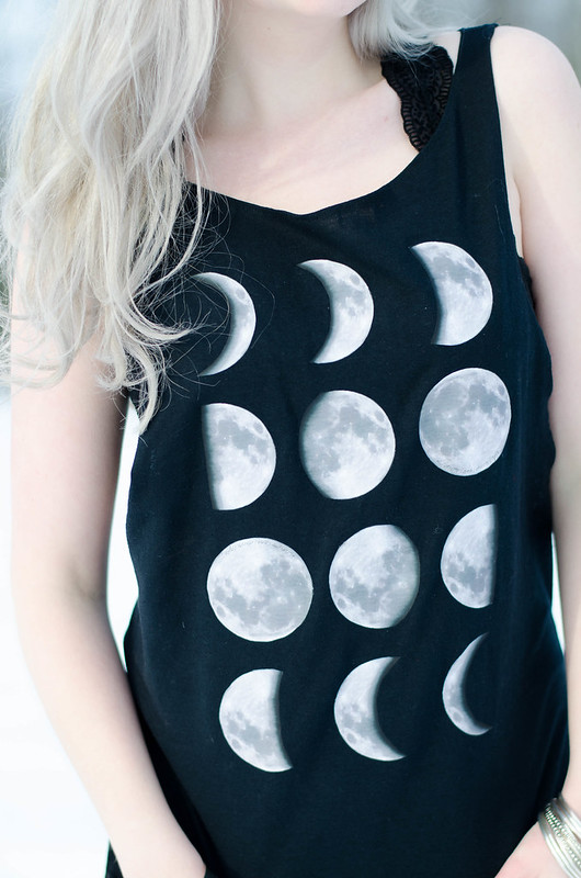Moon Phase Shirt on juliettelaura.blogspot.com