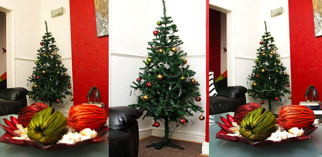 Christmas-tree-decoarations-with-table-centre-piece