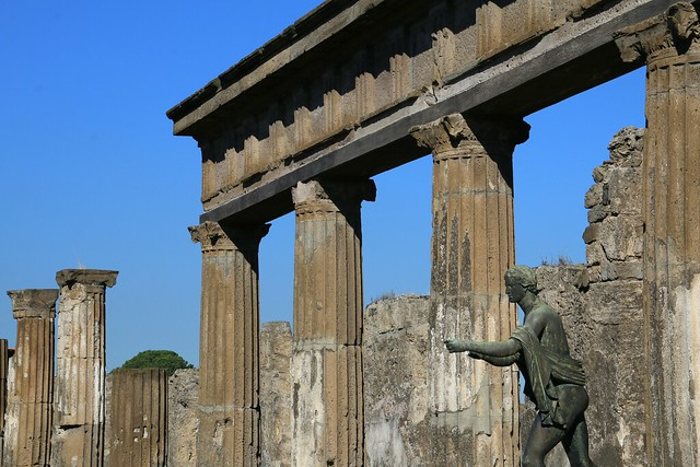 Pompeii, statue of Apollo on the east side of the Temple of Apollo