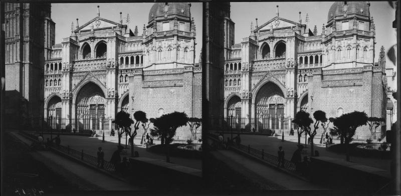 Plaza del Ayuntamiento y fachada de la Catedral hacia 1900. Fotografía de Alois Beer © Österreichische Nationalbibliothek