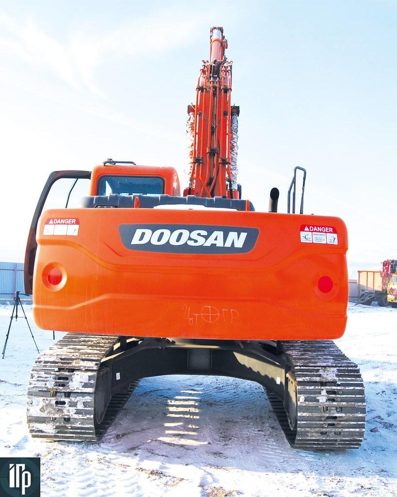 Doosan DX225 сзади