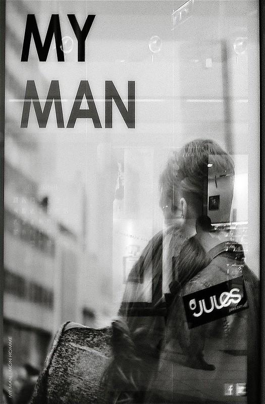 mon homme dans la vitrine 16183131546_1506193d48_c