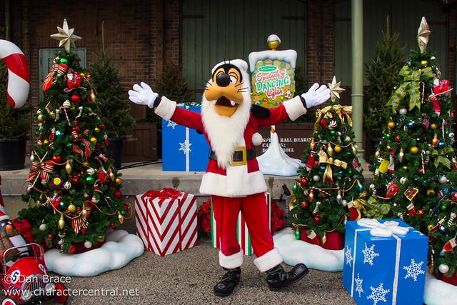 Meeting Santa Goofy