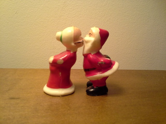 Mrs and Mrs Claus, kissing!