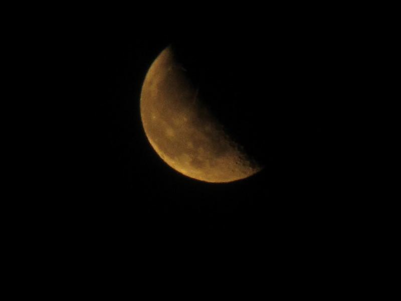 Luna con cráteres