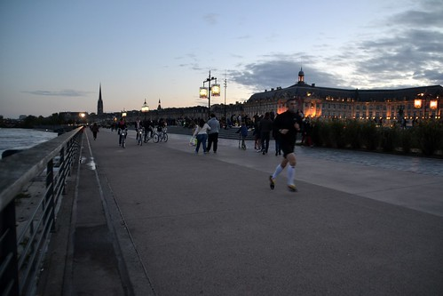 Bordeaux by night 01