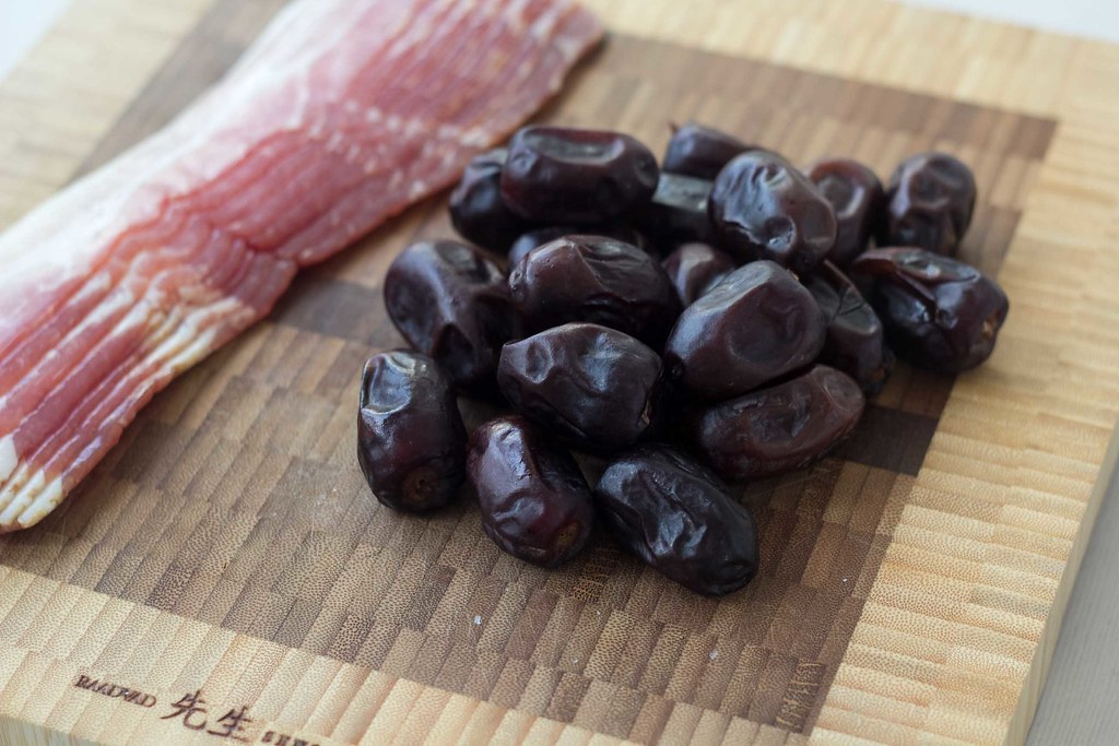 Recipe for homemade dates with bacon