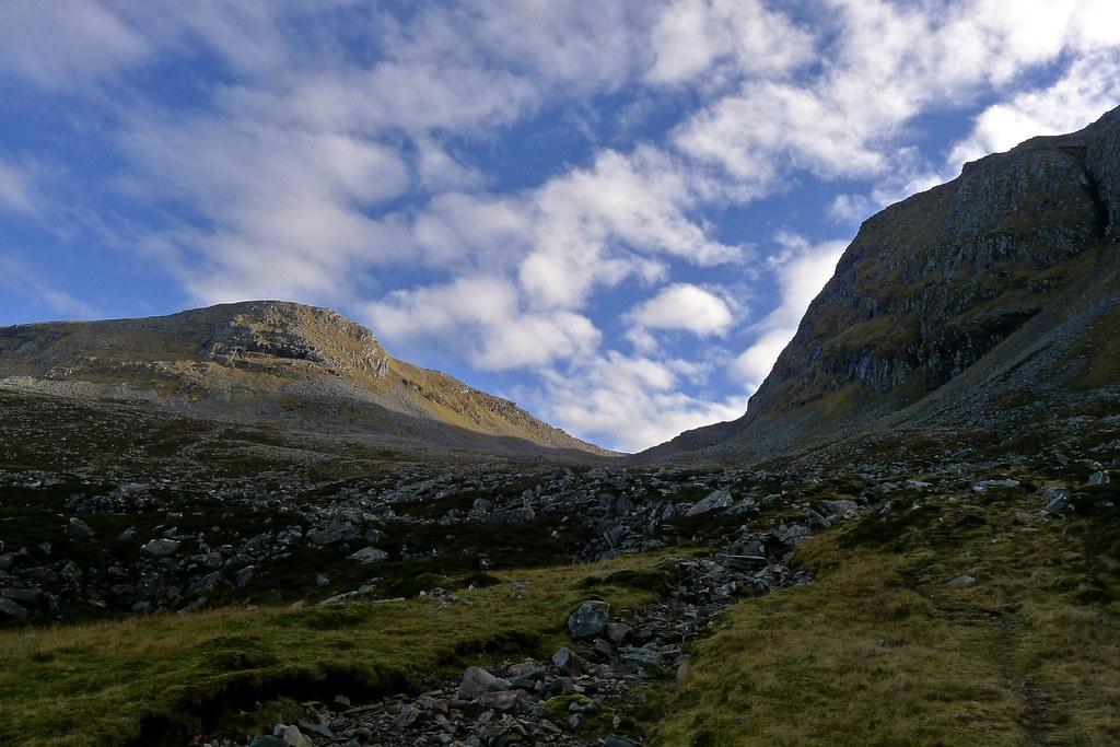 Approaching the Bealach an Lochain Uaine