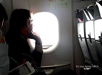 LAN viajero mirando la ventana (RD)