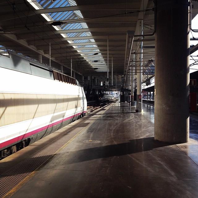 En cuanto se ponga el semáforo en verde este tren AVE me llevará a Sevilla.