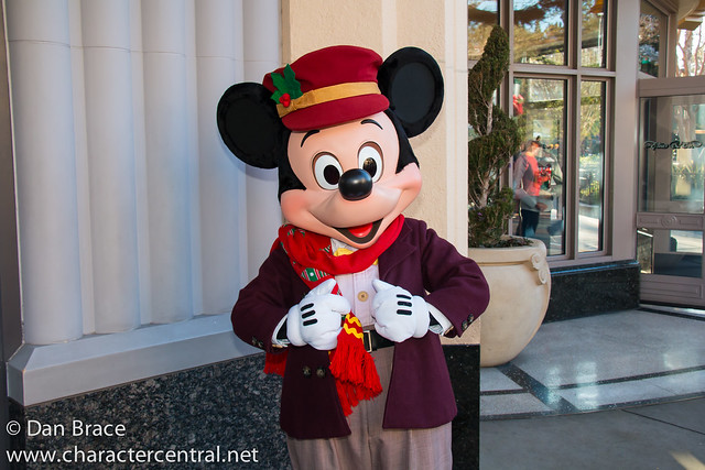 Character fun on Buena Vista Street