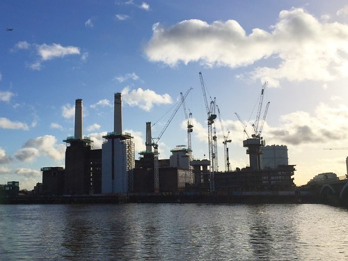 Battersea Power Station. Pink Floyd: Animals
