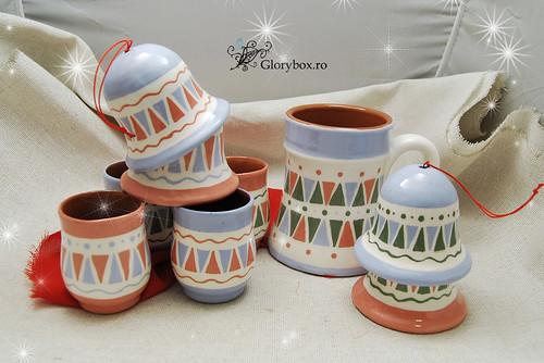 Clopotei, pahare si cana din ceramica pictata