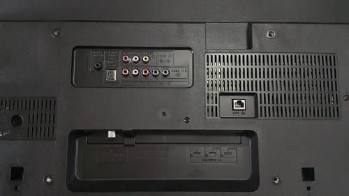ช่อเสียบสายสัญญาณต่างๆ ด้านหลังของตัวเครื่อง Sony Bravia KDL-40W600B
