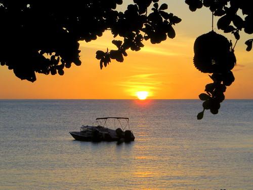 sunset sea sun mer silhouette boat meer sonnenuntergang speedboat caribbean stlucia westindies sugarbeach jalousiebay couchedesoleil