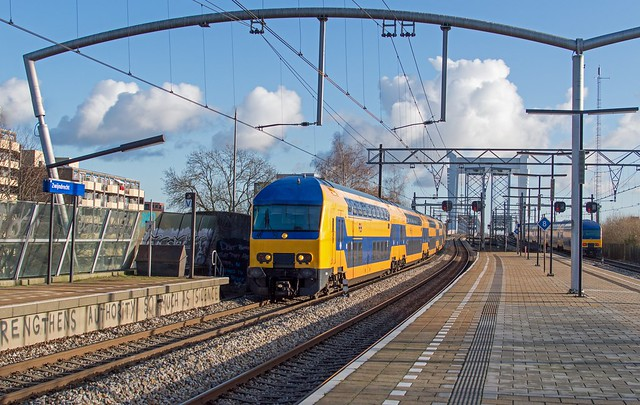 Zwijndrecht kruising DDZ6 7614 naar Den Haag en 7620 naar Venlo