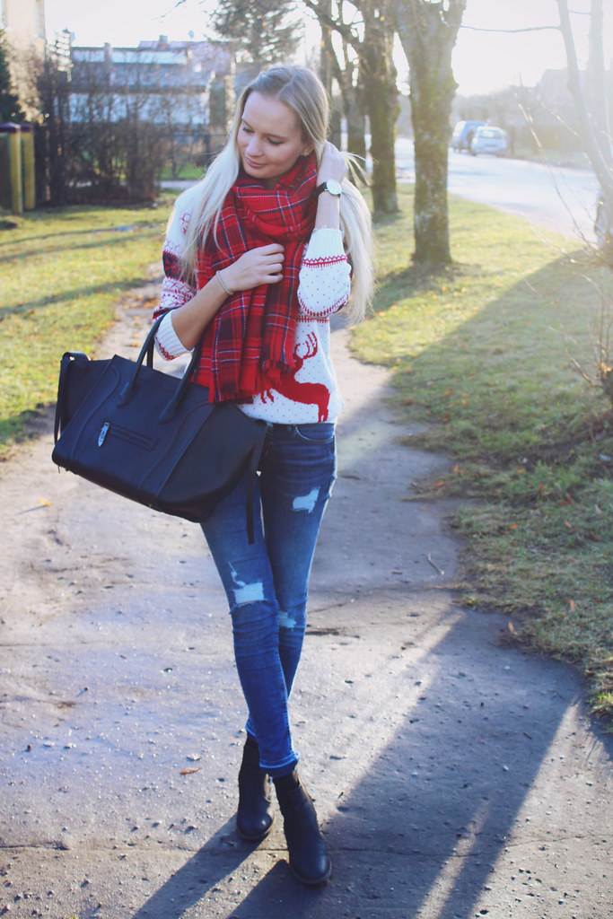 christmas-eve-outfit-miss-rebel-sweater